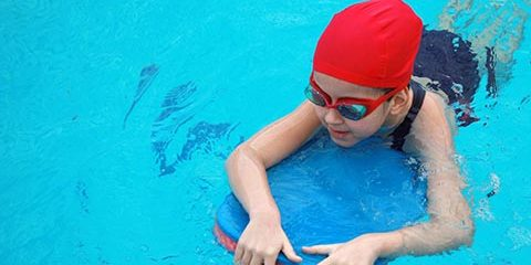 girl-pool-redcap